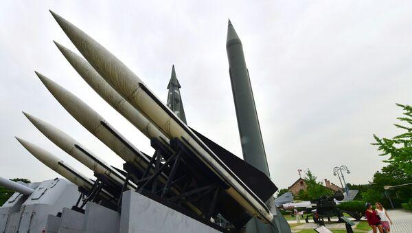 Réplicas de los misil Scud-B de Corea del Norte y de los misiles Hawk de Corea del Sur - Sputnik Mundo
