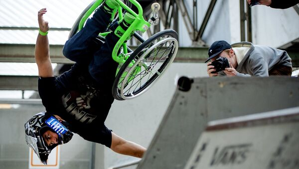 Aaron Wheelz, el deportista estadounidense en silla de ruedas - Sputnik Mundo