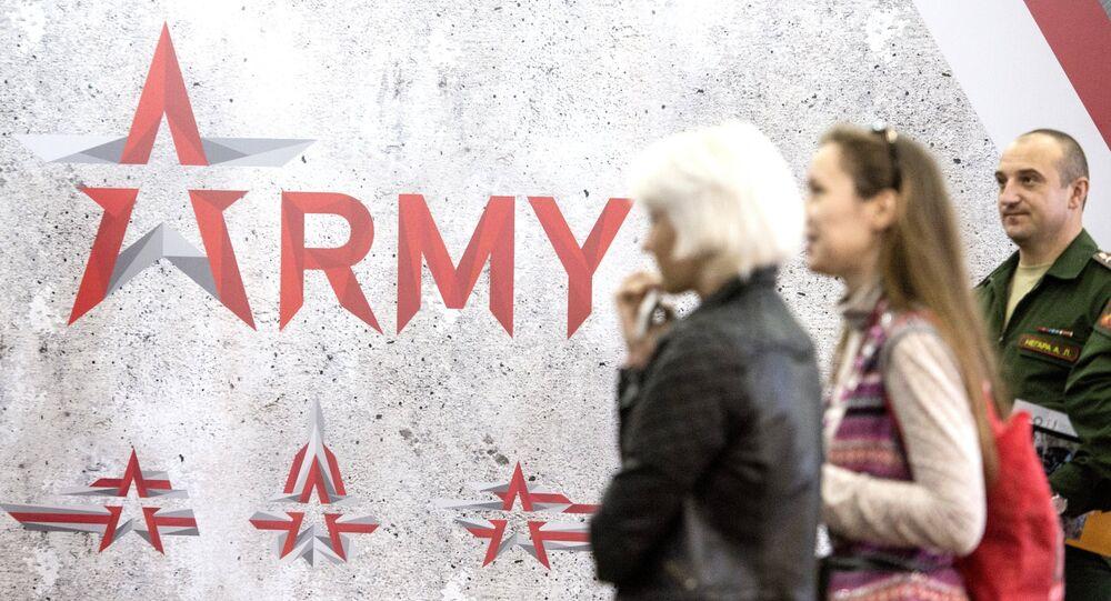 Visitantes del Foro Internacional de Material Bélico Army 2016
