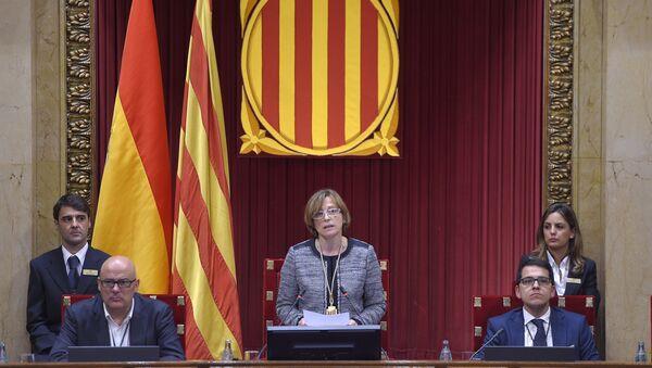 Carme Forcadell, presidenta del Parlamento de Cataluña, durante una sesión parlamentaria - Sputnik Mundo