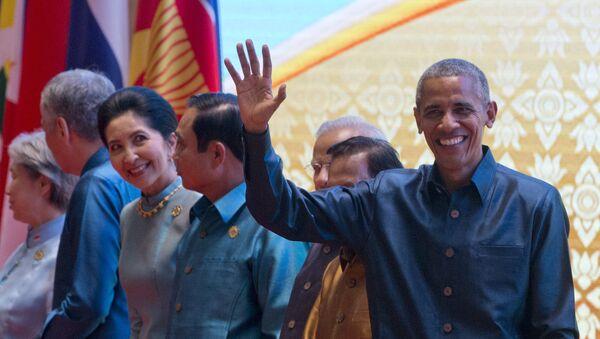 El presidente de EEUU, Barack Obama en la cena de gala de la Cumbre de Asia Oriental en Laos - Sputnik Mundo
