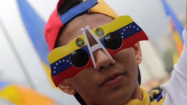 Un partidario de la oposición venezolana - Sputnik Mundo