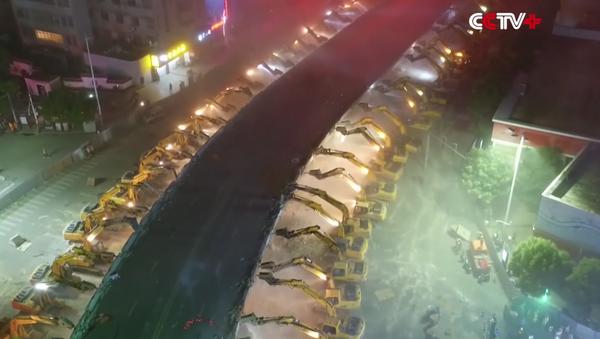 China muestra cómo demoler un puente en una noche - Sputnik Mundo