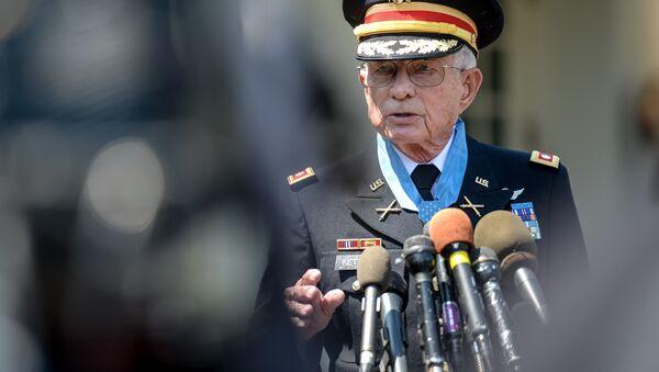 Charles Kettles después de recibir la Medalla de Honor en la Casa Blanca el 18 de Julio de 2016, Washington D.C. - Sputnik Mundo