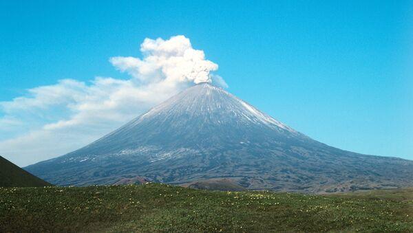 Volcán Kliuchevskoi - Sputnik Mundo
