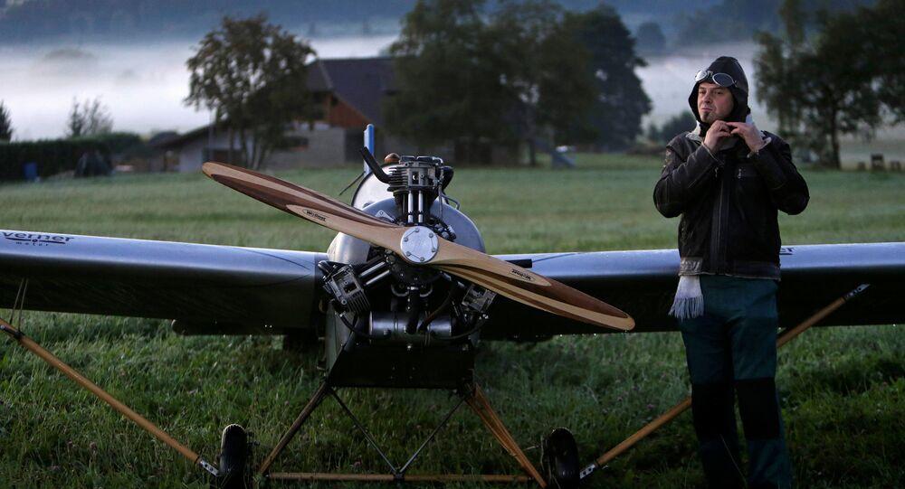 Frantisek Hadrava y su avión