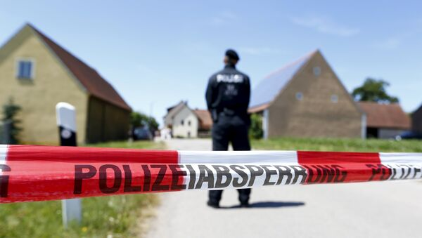 A police tape and a German police officer are seen in Tiefenthal near Ansbach, Germany, July 10, 2015 - Sputnik Mundo