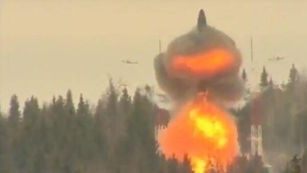 El misil balístico intercontinental ruso Topol-M - Sputnik Mundo