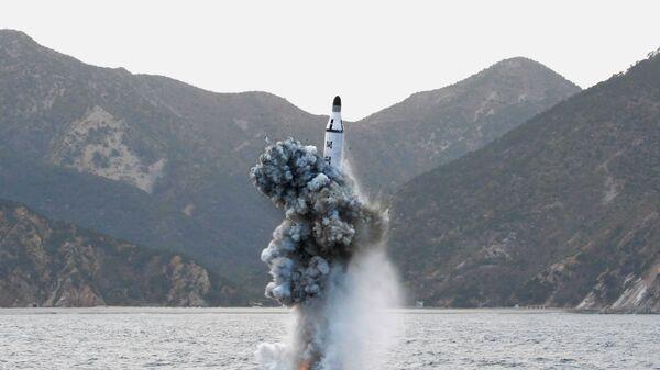 Prueba de un misil norcoreano (archivo) - Sputnik Mundo
