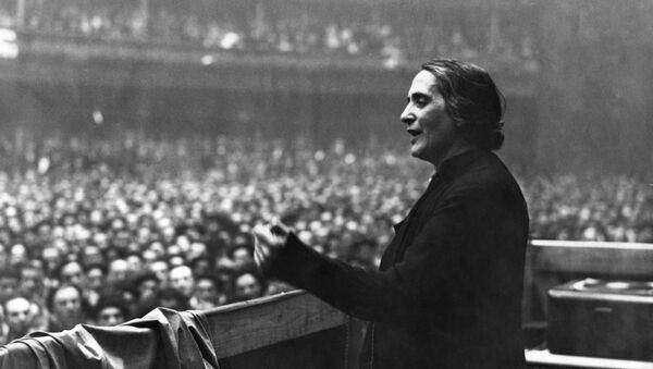 Dolores Ibárruri, una política española - Sputnik Mundo