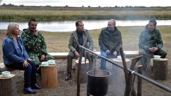 Vladímir Putin, presidente de Rusia, y Dmitri Medvédev, primer ministro de Rusia - Sputnik Mundo
