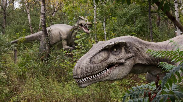 Life-sized animatronic dinosaurs are seen at Field Station: Dinosaurs, a 20-acre outdoor Jurassic learning expedition and family tourist attraction in Secaucus, N.J. on Thursday, Sept. 25, 2014 - Sputnik Mundo