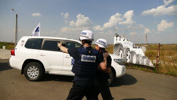 OSCE en la línea de contacto en Donbás - Sputnik Mundo
