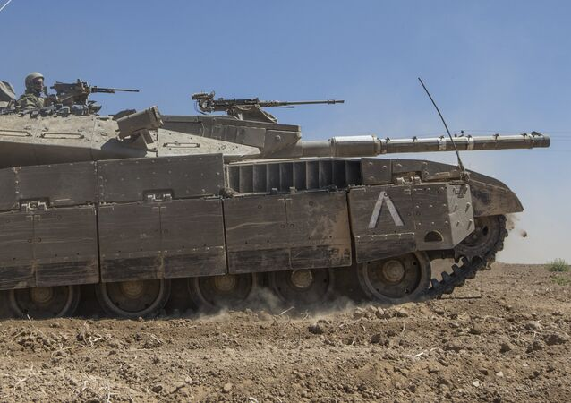 An Israeli Merkava tank rolls to the southern Israeli border with the Gaza Strip, on August 1, 2014