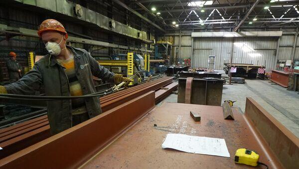 La producción de equipamiento petrolero en una planta de Rusia - Sputnik Mundo