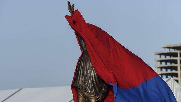 La estatua del expresidente de Venezuela, Hugo Chavez - Sputnik Mundo