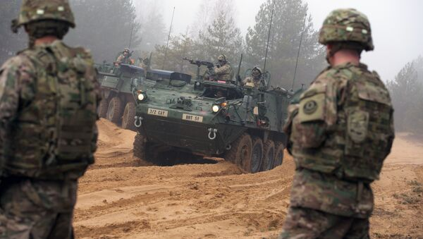 Picture taken on February 26, 2015 shows armored fighting vehicles IAV Stryker of the US Cavalry Regiment 2nd subdivision during training with Latvian an Canadian soldiers at the Adazi military training area in Latvia - Sputnik Mundo