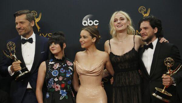 Actores de la serie 'Juego de Tronos' reciben el premio Emmy - Sputnik Mundo
