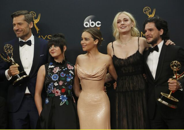 Elenco de 'Game of Thrones' durante ceremonia de los premios Emmy (archivo)