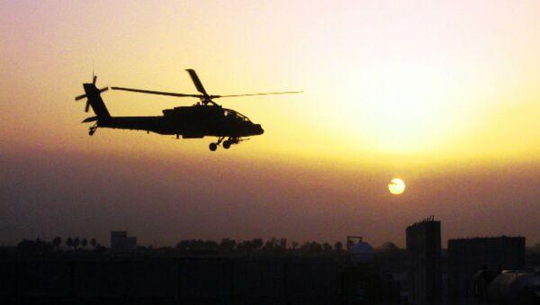Helicóptero militar Apache AH-64D - Sputnik Mundo