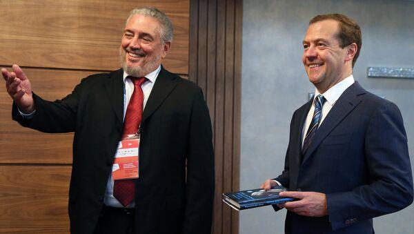 El científico cubano Fidel Castro Díaz-Balart y el primer ministro ruso, Dmitri Medvédev - Sputnik Mundo