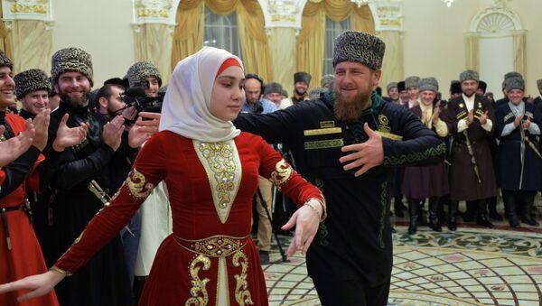 Las celebraciones del Día de la Mujer Chechena - Sputnik Mundo