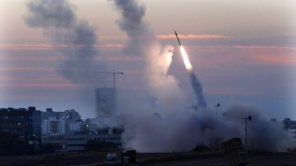 Sistema de defensa antiaérea de Israel intercepta un misil lanzado desde Gaza (archivo) - Sputnik Mundo