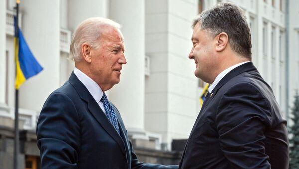 Joe Biden, vicepresidente de EEUU, y Petró Poroshenko, presidente de Ucrania - Sputnik Mundo