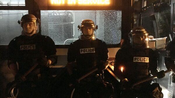 Policías estadounidenses en la ciudad de Charlotte, Carolina del Norte - Sputnik Mundo