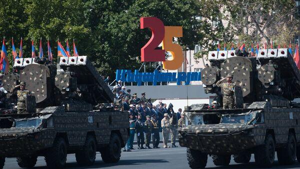 Un desfile militar dedicado al 25 aniversario de la independencia de Armenia - Sputnik Mundo