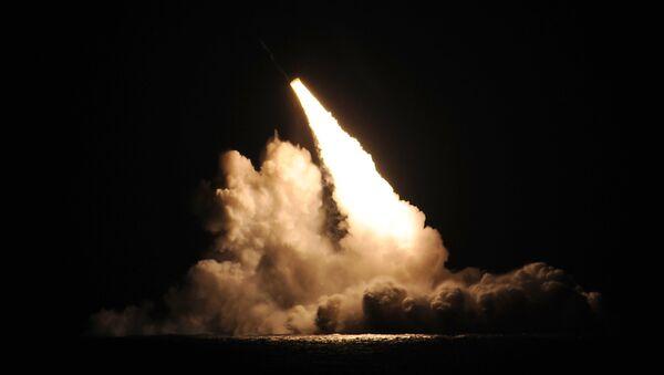 Misil balístico lanzado desde el submarino estadounidense Kentucky - Sputnik Mundo