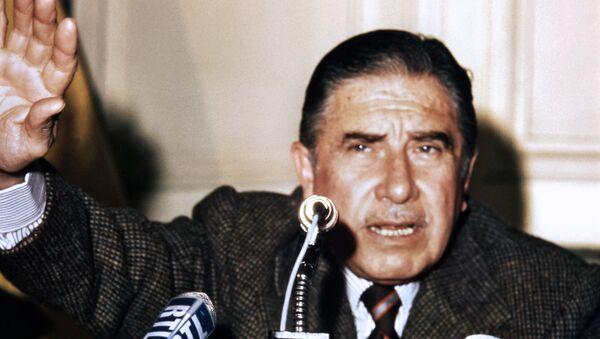 Augusto Pinochet, 1975 - Sputnik Mundo