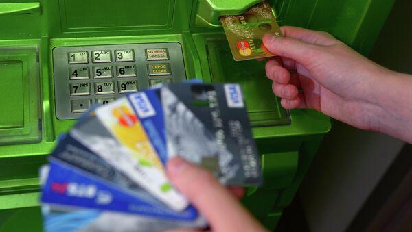 Банковские карты международных платежных систем VISA и MasterCard - Sputnik Mundo