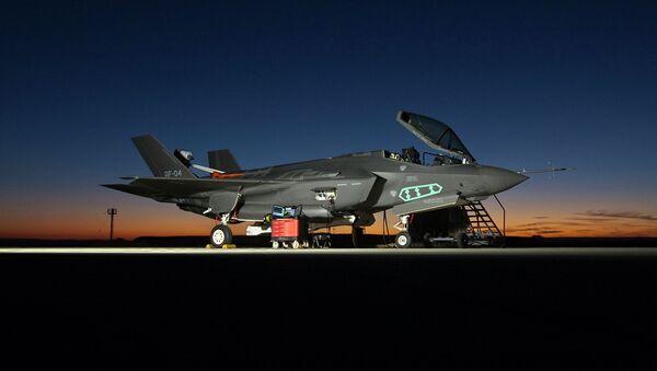 Caza norteamericano Lockheed Martin F-35 - Sputnik Mundo
