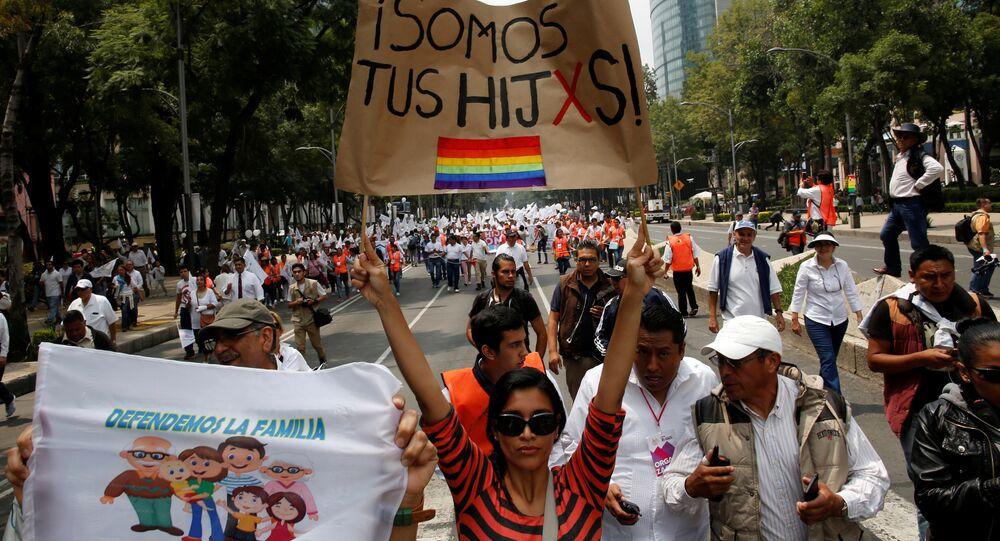 Marcha a favor de matrimonios igualitarios en Ciudad de México