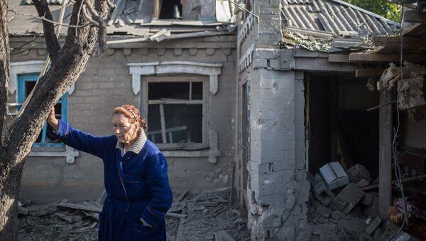 Последствия обстрела поселка Александровка в Донецкой области - Sputnik Mundo