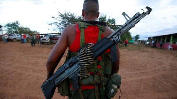 Un combatiente de las FARC - Sputnik Mundo