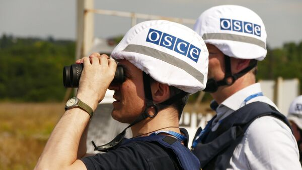 OSCE inspectors examine the territory of the Donetsk filter plant, situated on the contact line between Yasinovataya and Avdeyevka in Donbass, which was heavily shelled by the Ukrainian army - Sputnik Mundo