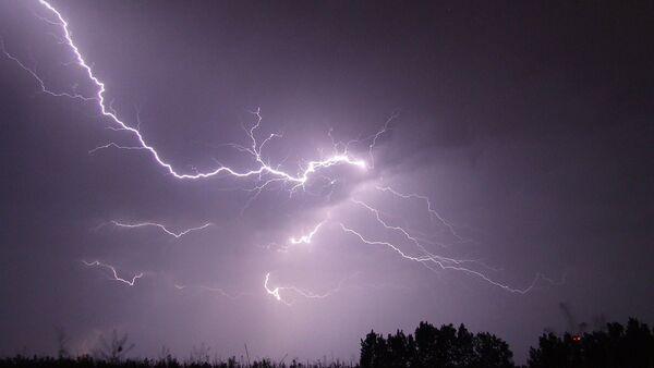 Una tormenta (ilustración) - Sputnik Mundo