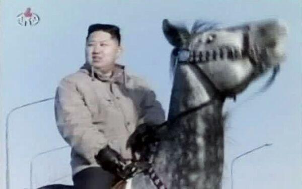 Kim Jong-un montado sobre un corcel  - Sputnik Mundo