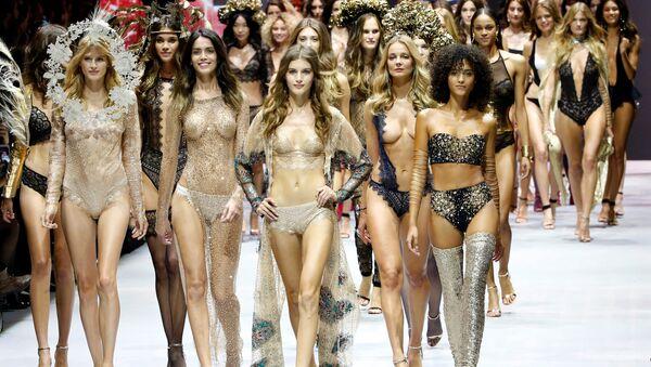 Lencería y alta moda en París - Sputnik Mundo