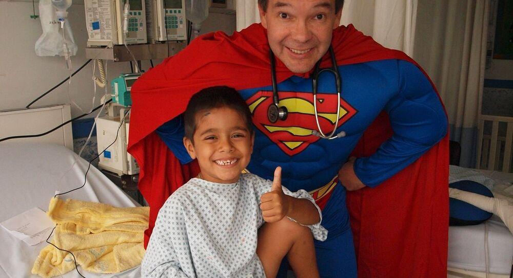 Sergio Gallegos Castorena, médico y superhéroe