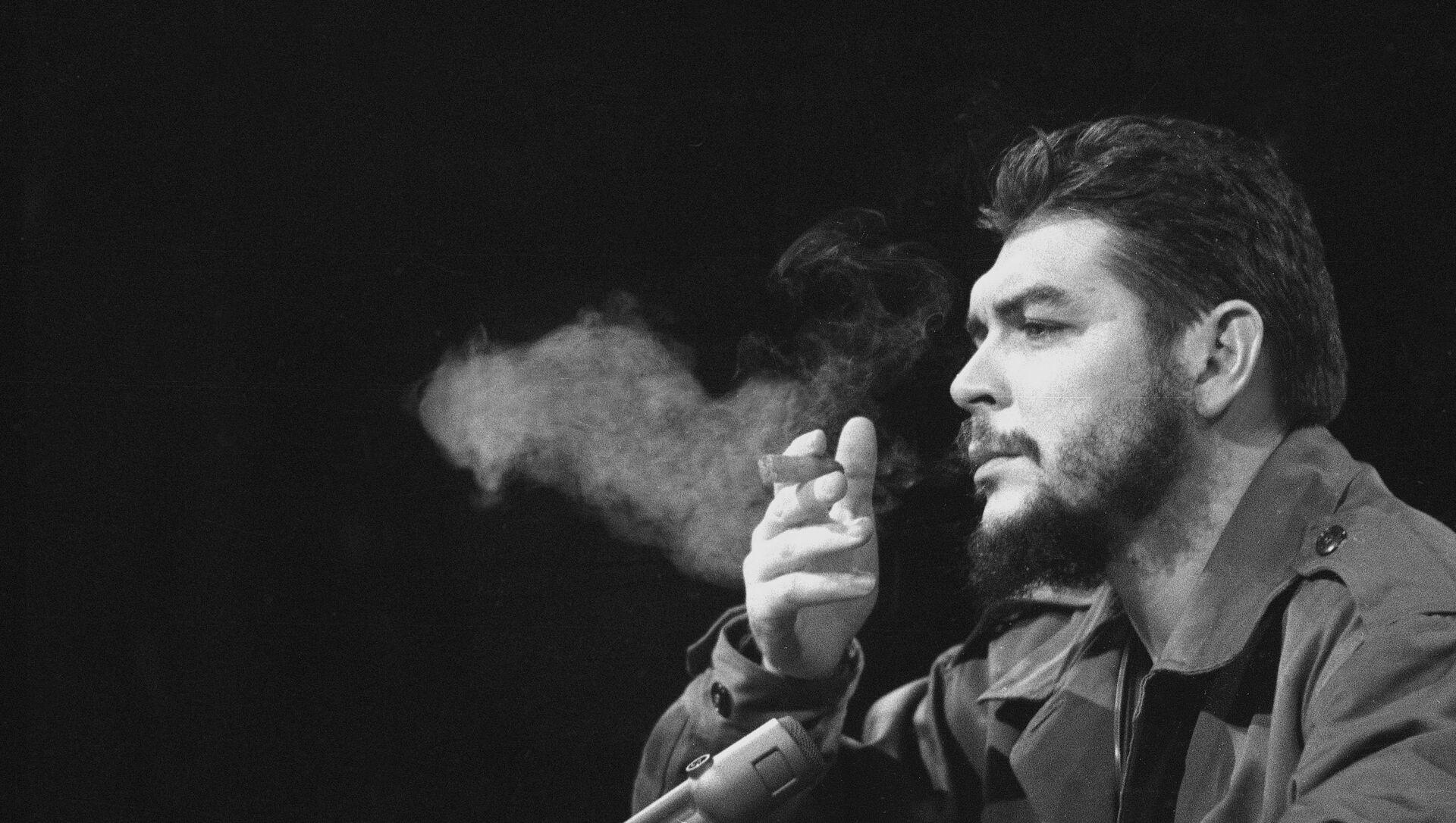 Latin American revolutionary Ernesto Che Guevara is seen in 1964. - Sputnik Mundo, 1920, 08.10.2020