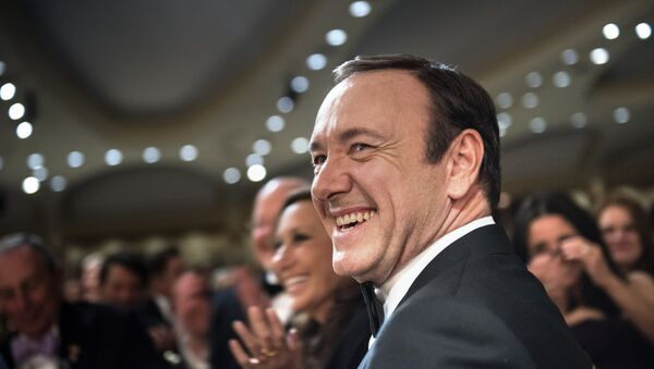 Actor Kevin Spacey laughs during the White House Correspondents' Association Dinner April 27, 2013 in Washington, DC. Obama attended the yearly dinner which is attended by journalists, celebrities and politicians. - Sputnik Mundo