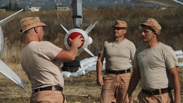 Militares rusos en el aeródromo Hmeymim en Siria (archivo) - Sputnik Mundo
