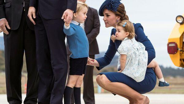 El príncipe Guillermo, la duquesa Catalina de Cambridge, el príncipe Jorge y la princesa Carlota durante su visita a Canadá. - Sputnik Mundo