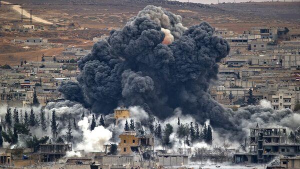 Ataque de la coalición liderada por EEUU en Siria (archivo) - Sputnik Mundo