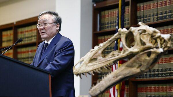 Embajador de Mongolia en EEUU y esqueleto de dinosaurio - Sputnik Mundo