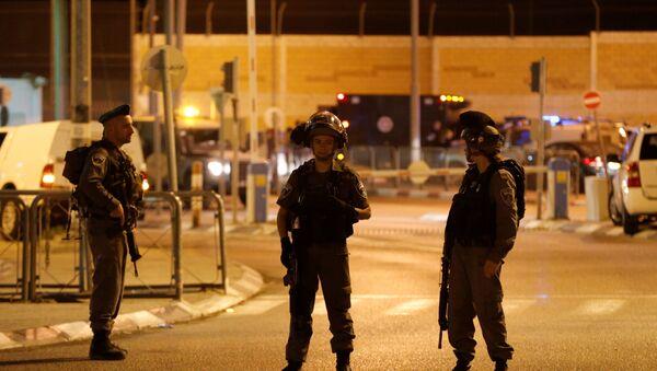 La policía israelí en el lugar del ataque en Qalandia - Sputnik Mundo