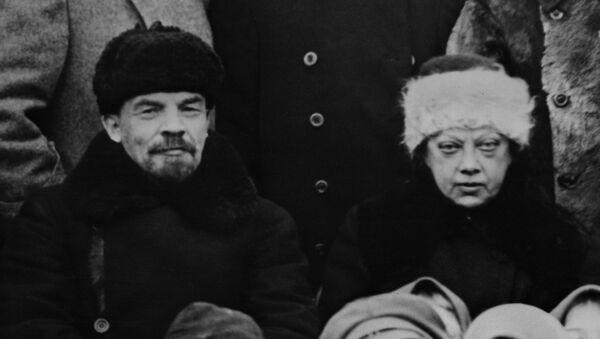 Vladímir Lenin y Nadezhda Krúpskaya (archivo) - Sputnik Mundo